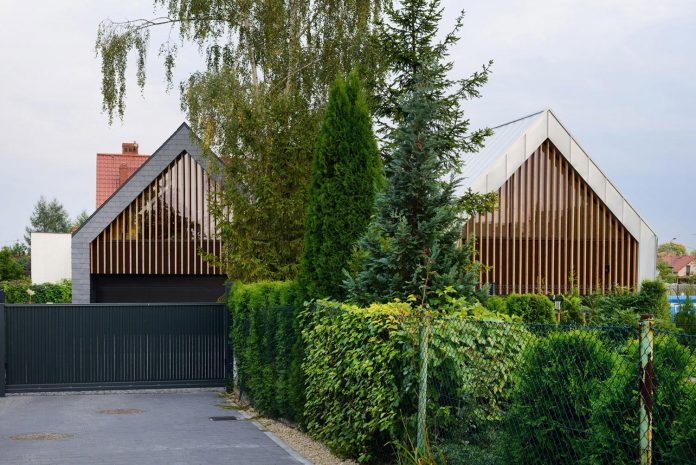 modern-wooden-two-barns-house-designed-rs-02