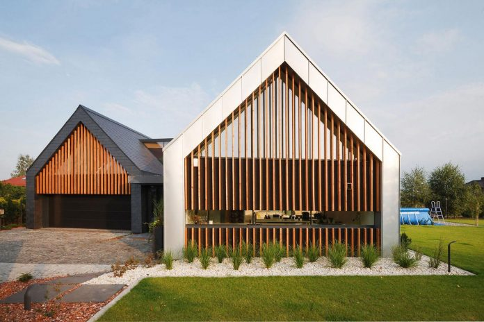 modern-wooden-two-barns-house-designed-rs-03