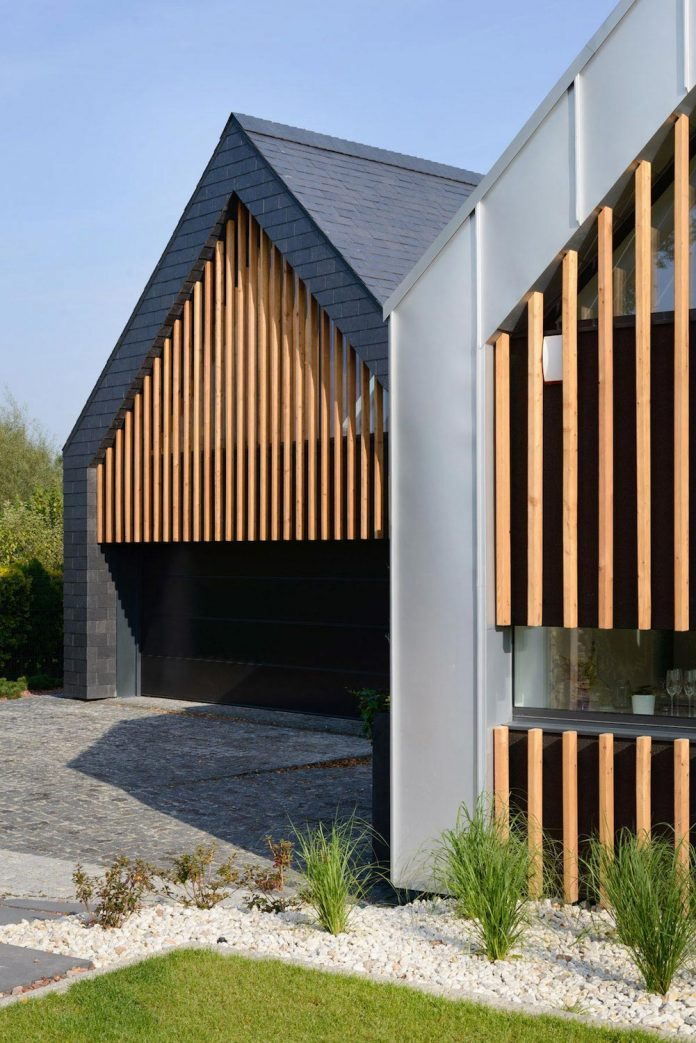 modern-wooden-two-barns-house-designed-rs-04