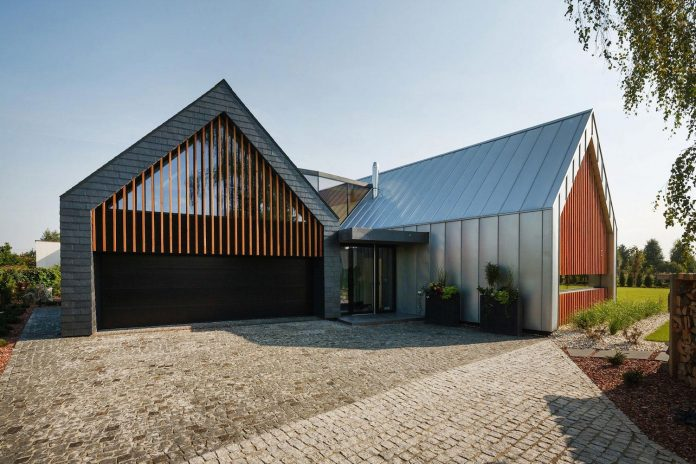 modern-wooden-two-barns-house-designed-rs-05