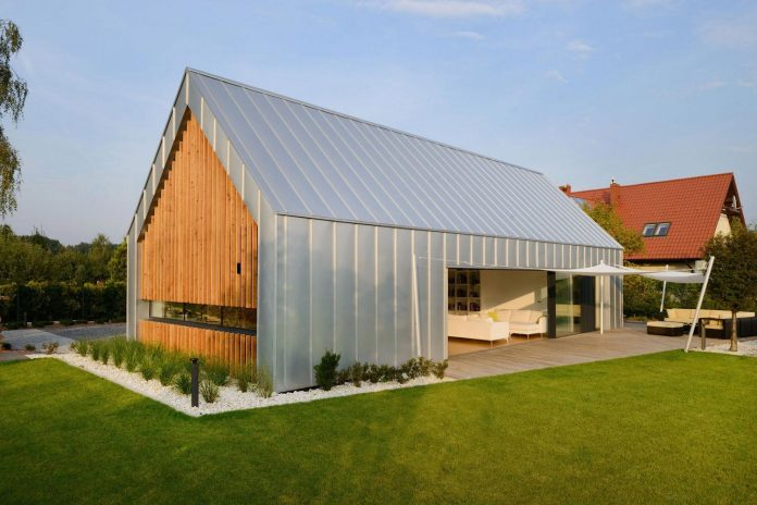 modern-wooden-two-barns-house-designed-rs-07