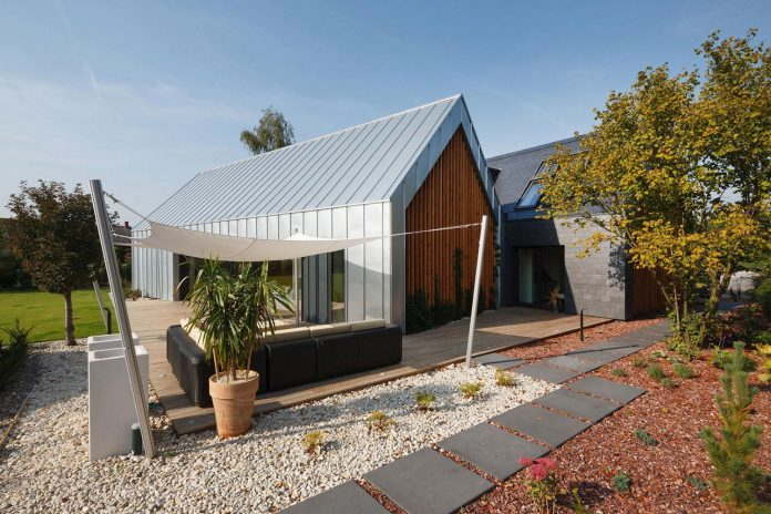 modern-wooden-two-barns-house-designed-rs-08