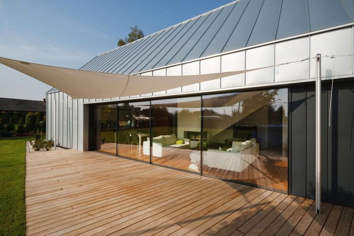 modern-wooden-two-barns-house-designed-rs-09