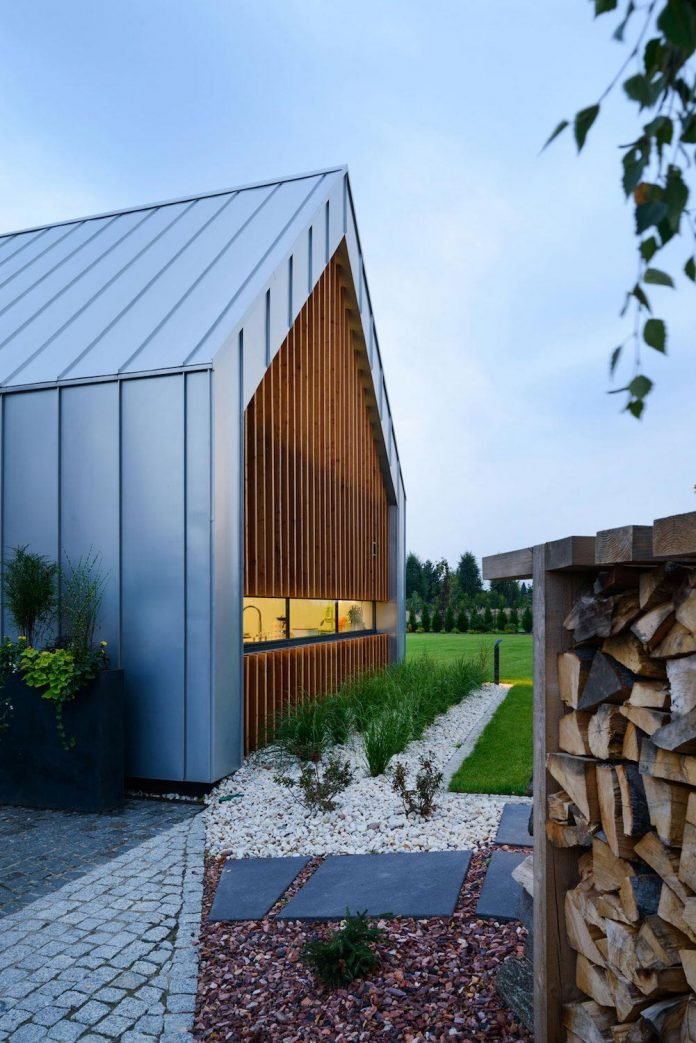 modern-wooden-two-barns-house-designed-rs-19