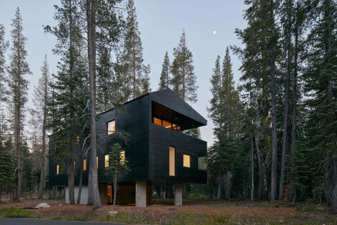 mork-ulnes-architects-design-troll-hus-5-bedroom-ski-cabin-sugar-bowl-ski-resort-01
