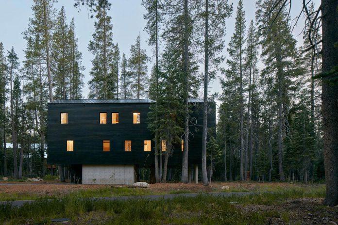 mork-ulnes-architects-design-troll-hus-5-bedroom-ski-cabin-sugar-bowl-ski-resort-02
