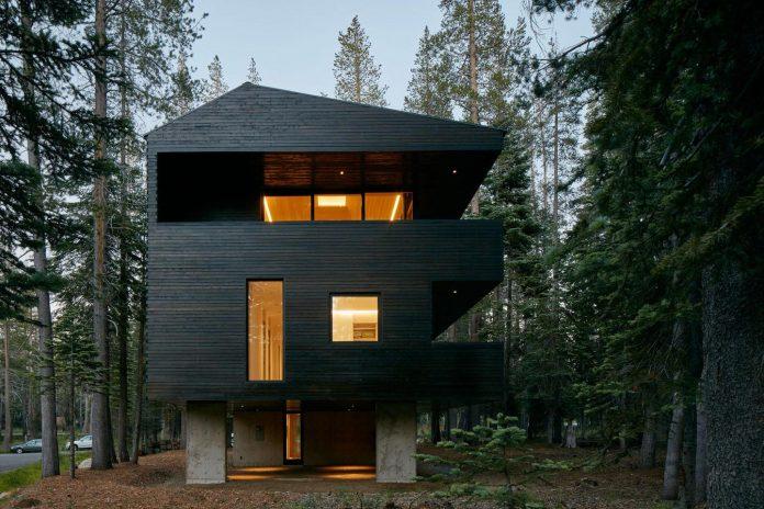 mork-ulnes-architects-design-troll-hus-5-bedroom-ski-cabin-sugar-bowl-ski-resort-03