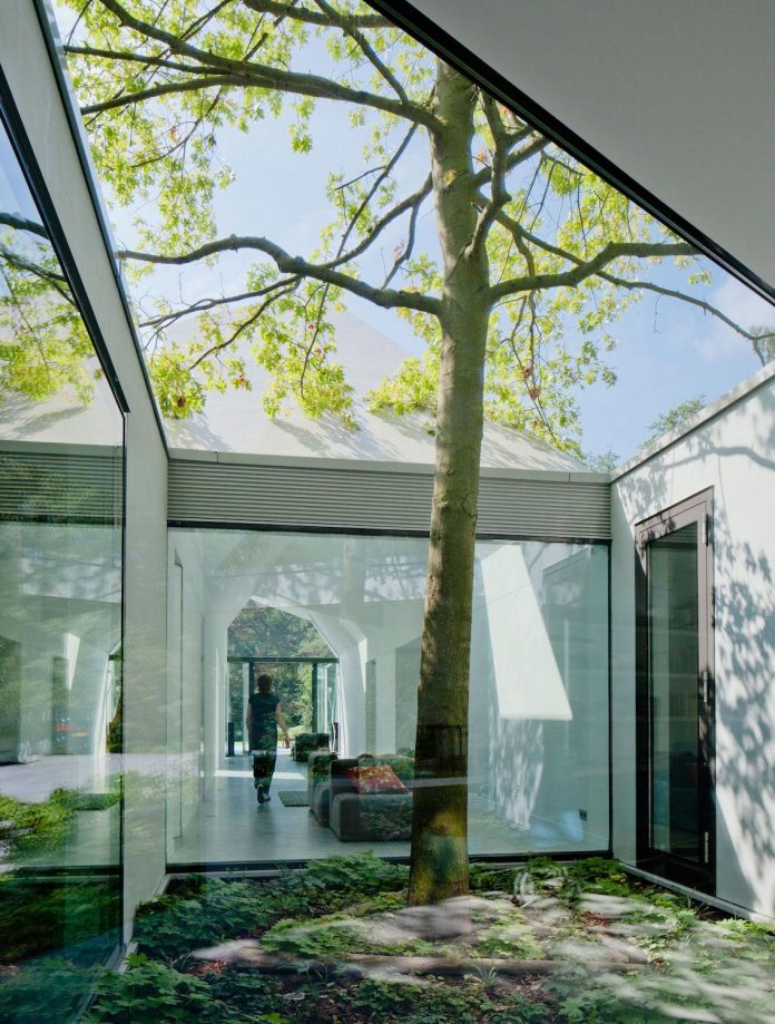 old-bungalow-transformed-mecanoo-modern-villa-4-0-hilversum-netherlands-03