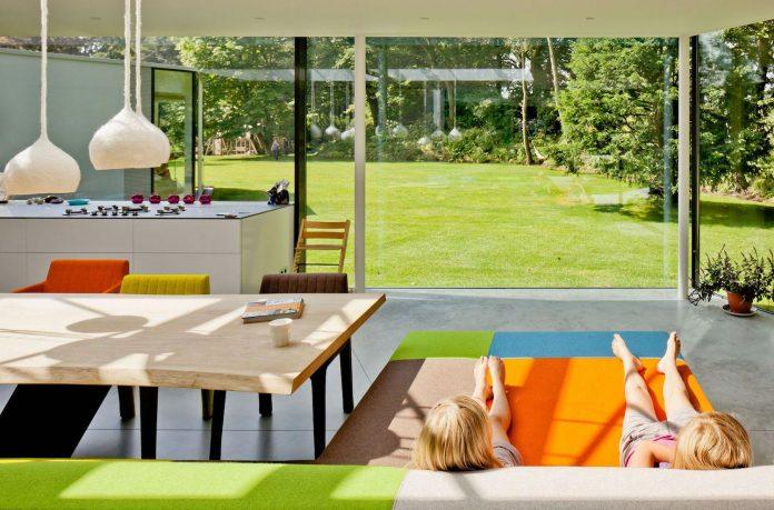 old-bungalow-transformed-mecanoo-modern-villa-4-0-hilversum-netherlands-04