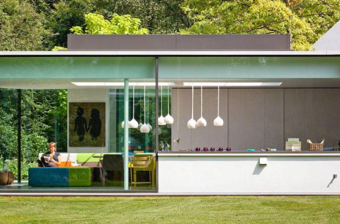 old-bungalow-transformed-mecanoo-modern-villa-4-0-hilversum-netherlands-05
