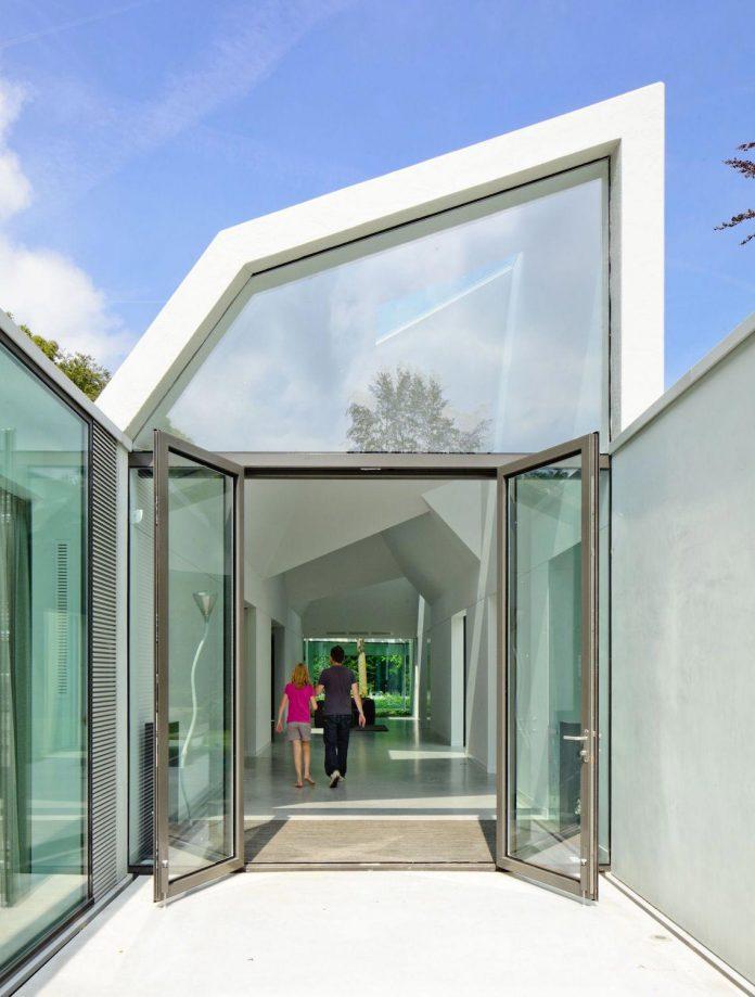 old-bungalow-transformed-mecanoo-modern-villa-4-0-hilversum-netherlands-06
