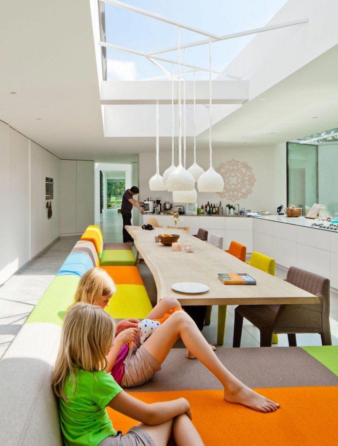 old-bungalow-transformed-mecanoo-modern-villa-4-0-hilversum-netherlands-08