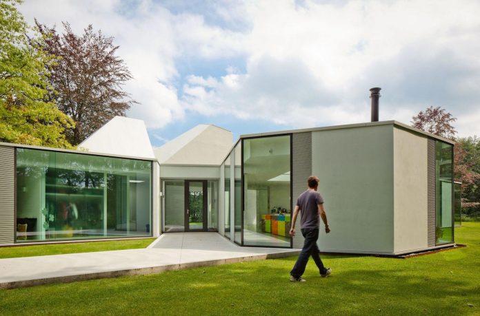 old-bungalow-transformed-mecanoo-modern-villa-4-0-hilversum-netherlands-09