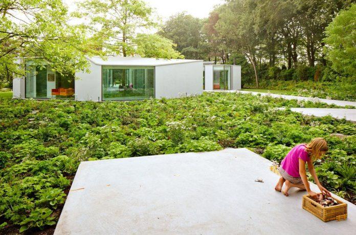 old-bungalow-transformed-mecanoo-modern-villa-4-0-hilversum-netherlands-10