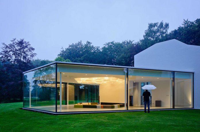 old-bungalow-transformed-mecanoo-modern-villa-4-0-hilversum-netherlands-16