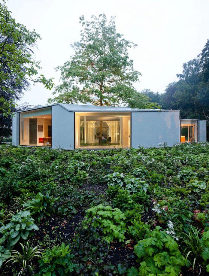 old-bungalow-transformed-mecanoo-modern-villa-4-0-hilversum-netherlands-18