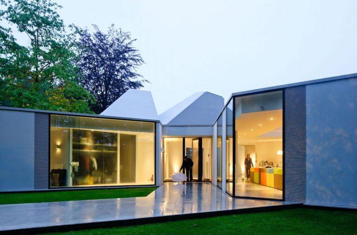old-bungalow-transformed-mecanoo-modern-villa-4-0-hilversum-netherlands-19