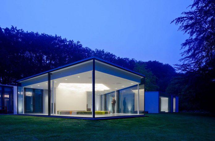 old-bungalow-transformed-mecanoo-modern-villa-4-0-hilversum-netherlands-21