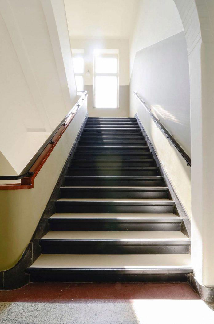 old-school-conversion-apartment-building-amsterdam-standard-studio-casa-architecten-02