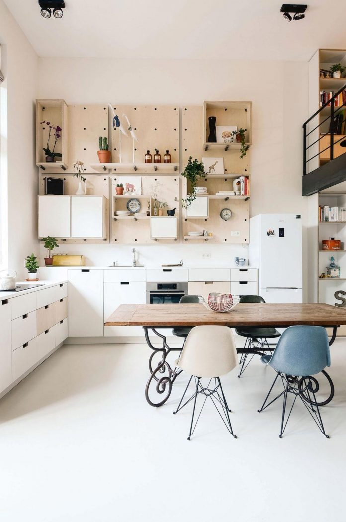 old-school-conversion-apartment-building-amsterdam-standard-studio-casa-architecten-09