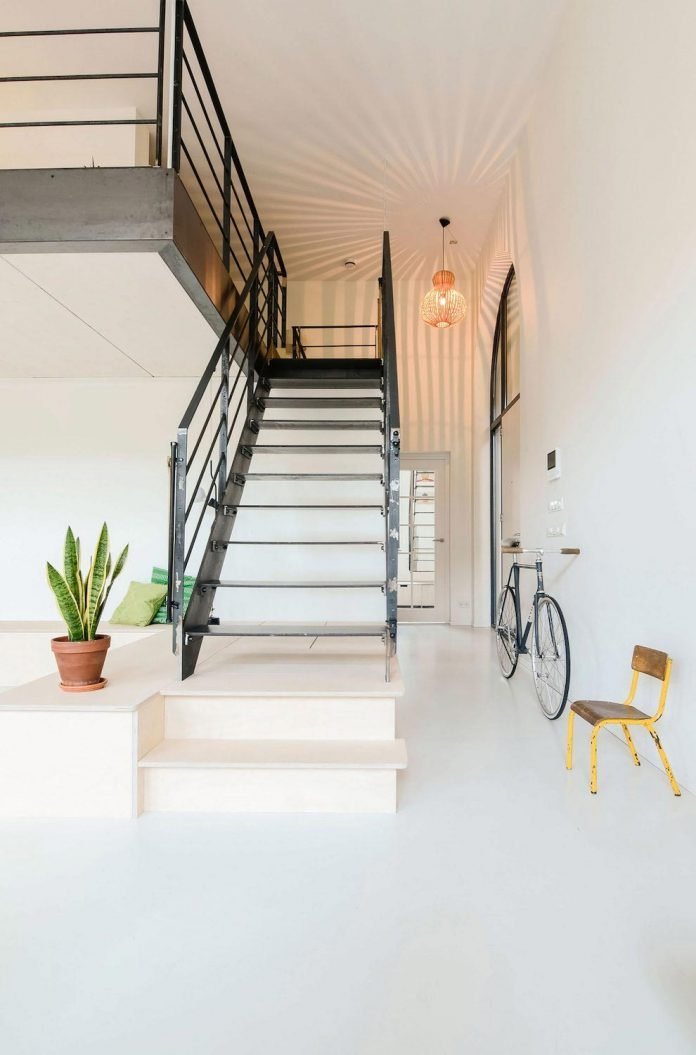 old-school-conversion-apartment-building-amsterdam-standard-studio-casa-architecten-10