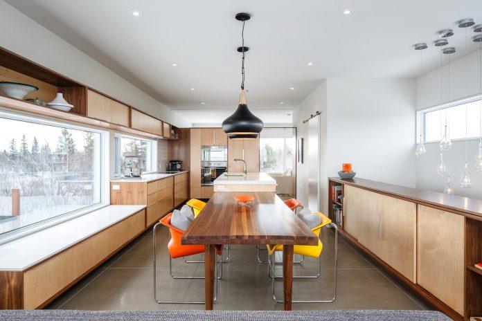omar-gandhi-architect-design-fyren-home-beacon-high-atop-hillside-halifax-area-04