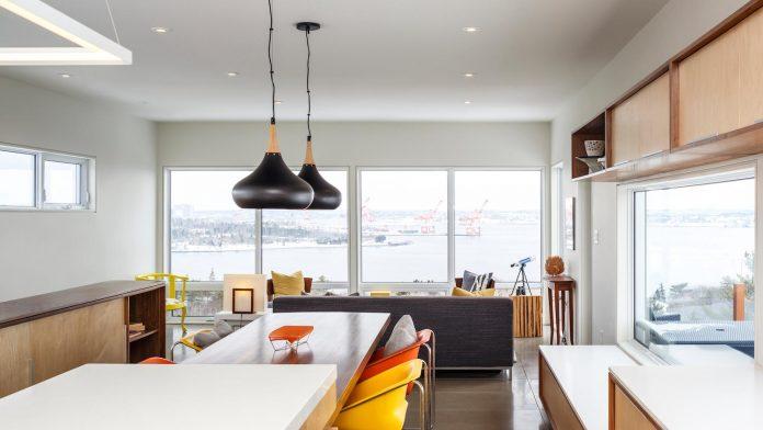 omar-gandhi-architect-design-fyren-home-beacon-high-atop-hillside-halifax-area-05