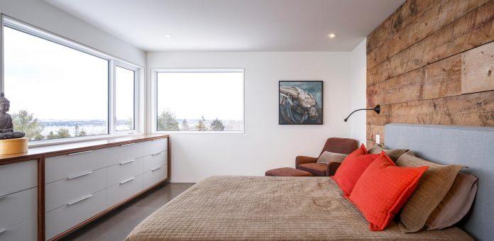 omar-gandhi-architect-design-fyren-home-beacon-high-atop-hillside-halifax-area-07