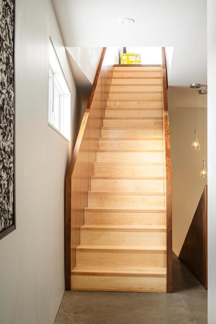omar-gandhi-architect-design-fyren-home-beacon-high-atop-hillside-halifax-area-09