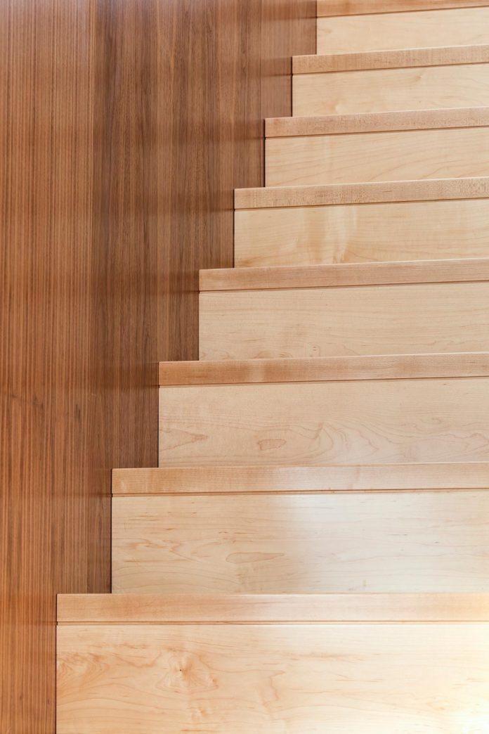 omar-gandhi-architect-design-fyren-home-beacon-high-atop-hillside-halifax-area-11