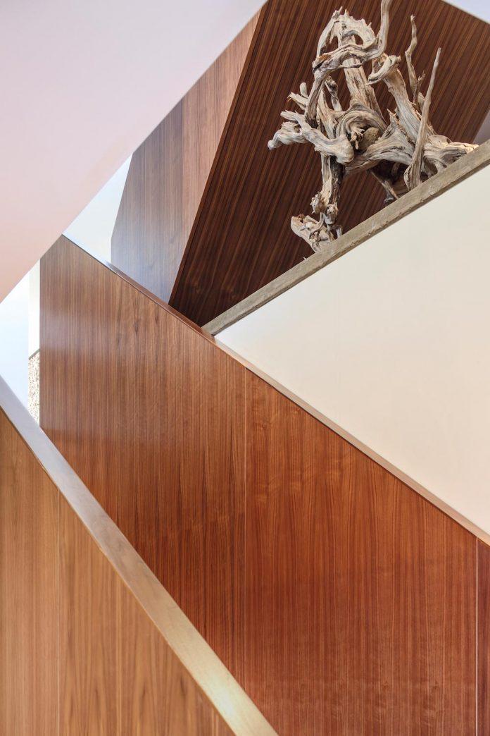omar-gandhi-architect-design-fyren-home-beacon-high-atop-hillside-halifax-area-12