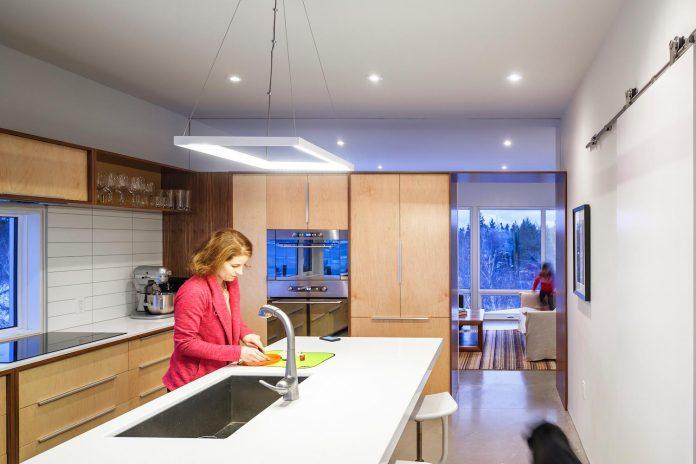 omar-gandhi-architect-design-fyren-home-beacon-high-atop-hillside-halifax-area-13