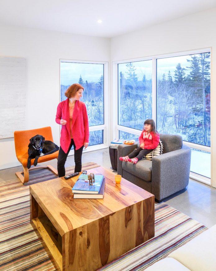 omar-gandhi-architect-design-fyren-home-beacon-high-atop-hillside-halifax-area-14
