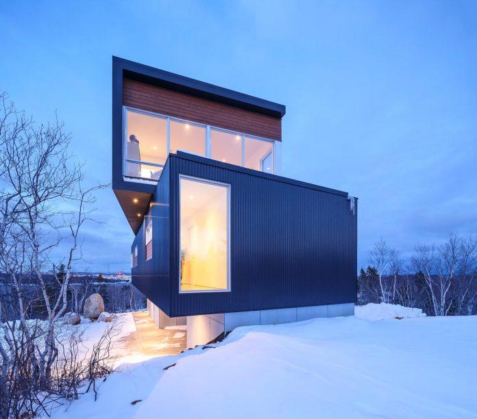 omar-gandhi-architect-design-fyren-home-beacon-high-atop-hillside-halifax-area-15