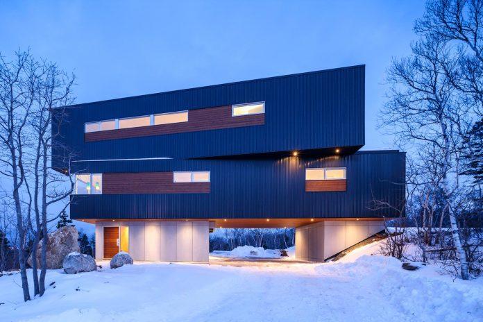 omar-gandhi-architect-design-fyren-home-beacon-high-atop-hillside-halifax-area-16