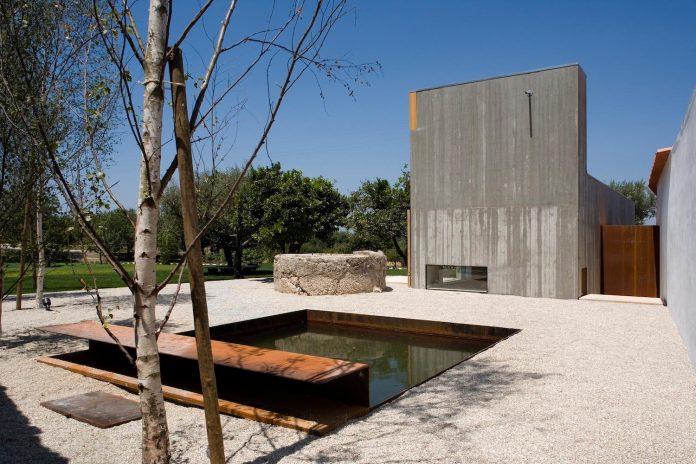 one-story-renovation-house-chamusca-da-beira-joao-mendes-ribeiro-02