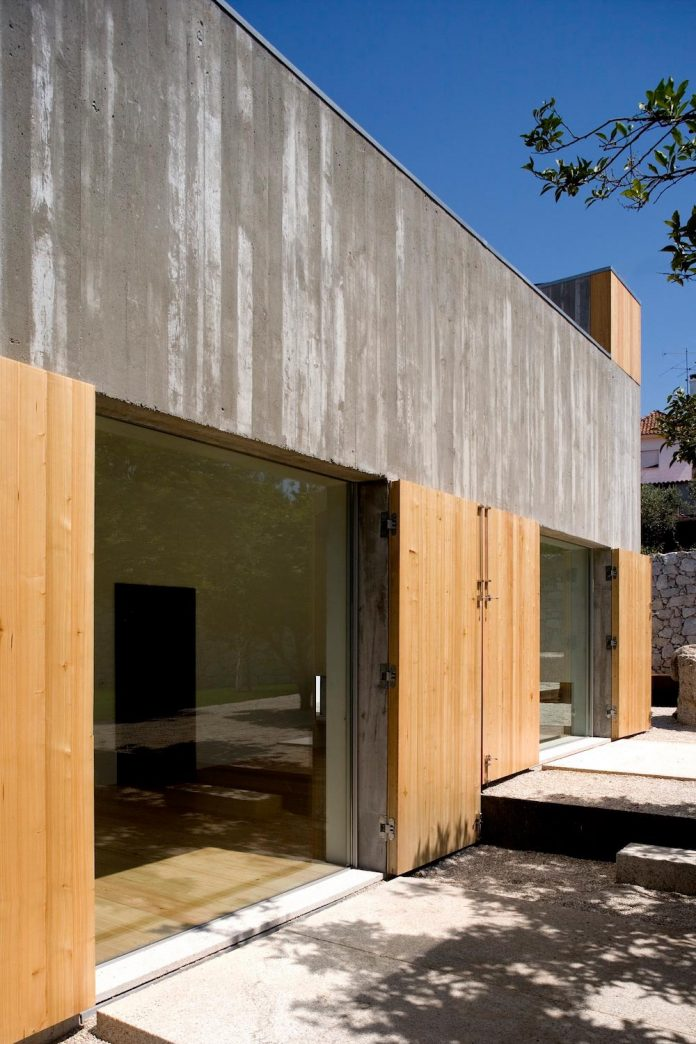 one-story-renovation-house-chamusca-da-beira-joao-mendes-ribeiro-06