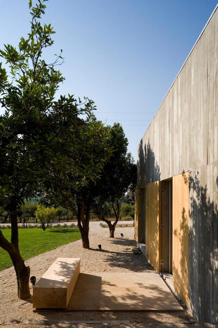 one-story-renovation-house-chamusca-da-beira-joao-mendes-ribeiro-07