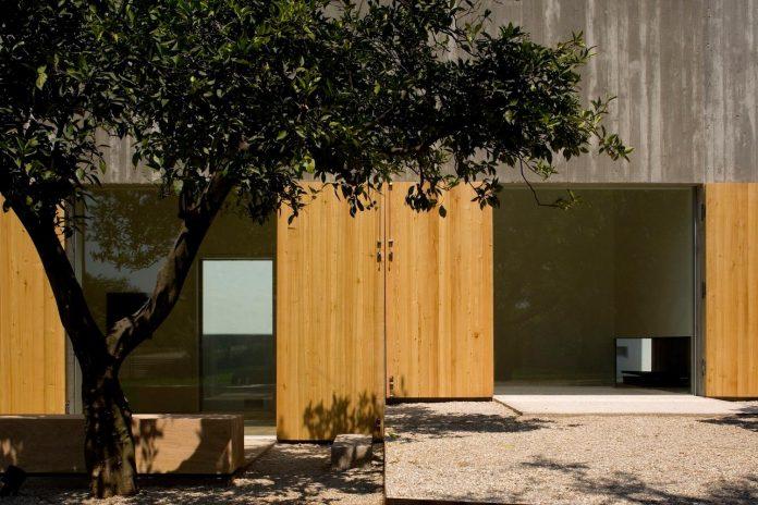 one-story-renovation-house-chamusca-da-beira-joao-mendes-ribeiro-09