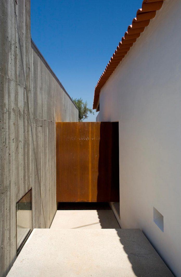 one-story-renovation-house-chamusca-da-beira-joao-mendes-ribeiro-10