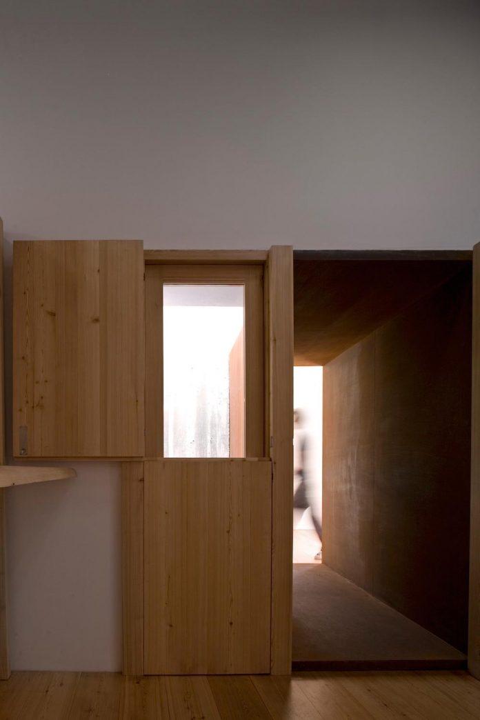 one-story-renovation-house-chamusca-da-beira-joao-mendes-ribeiro-13