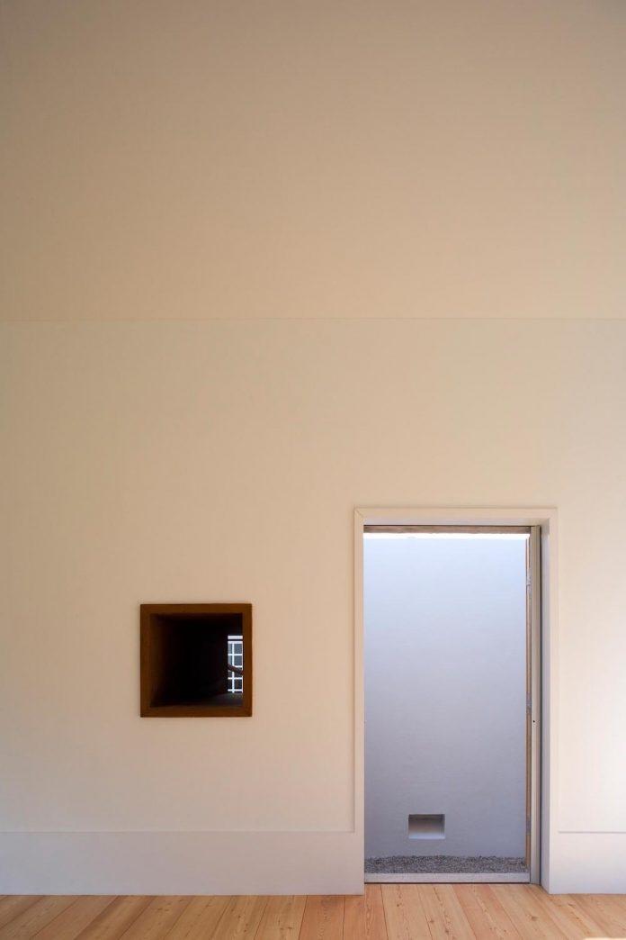 one-story-renovation-house-chamusca-da-beira-joao-mendes-ribeiro-14