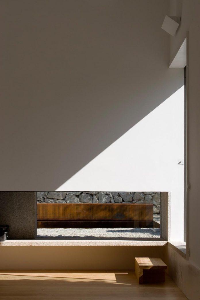 one-story-renovation-house-chamusca-da-beira-joao-mendes-ribeiro-15
