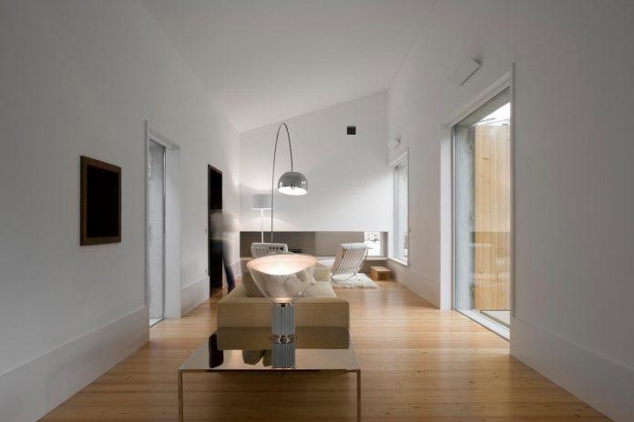 one-story-renovation-house-chamusca-da-beira-joao-mendes-ribeiro-17