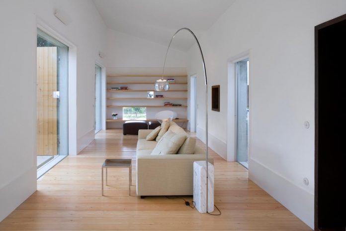 one-story-renovation-house-chamusca-da-beira-joao-mendes-ribeiro-18