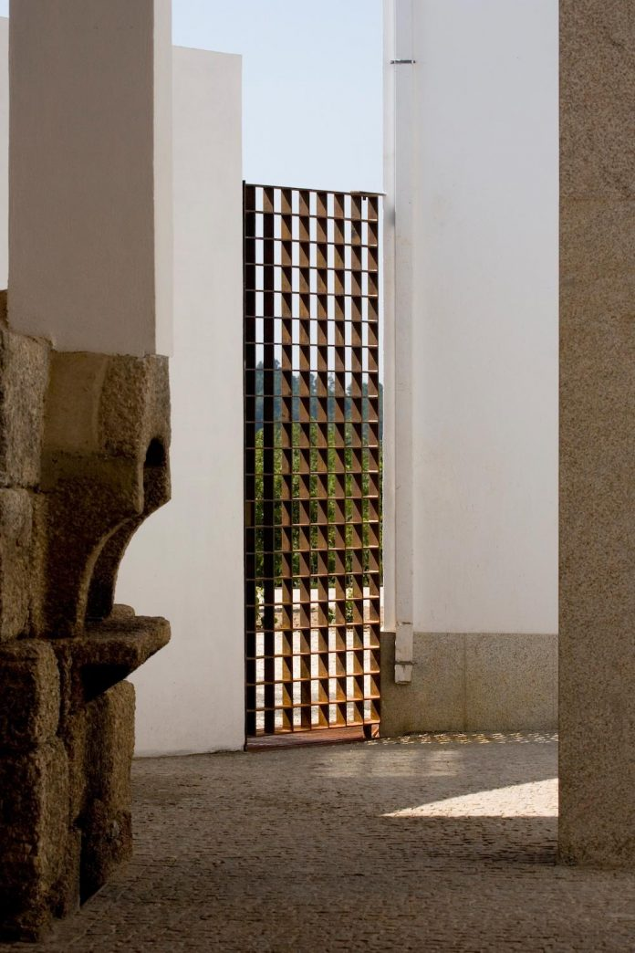 one-story-renovation-house-chamusca-da-beira-joao-mendes-ribeiro-22