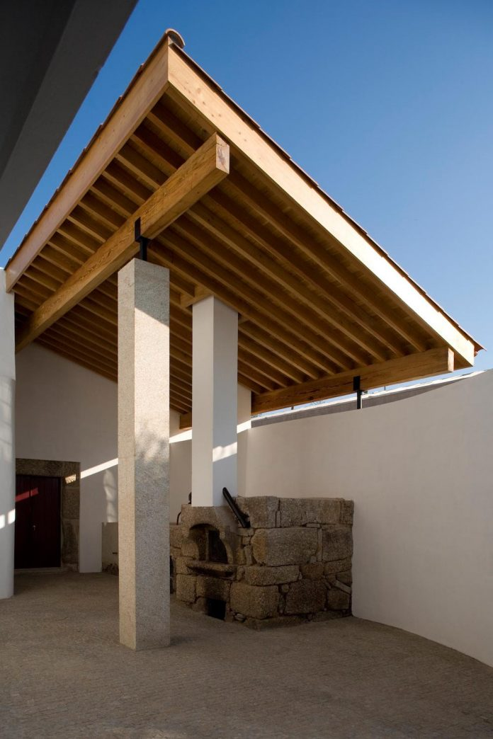 one-story-renovation-house-chamusca-da-beira-joao-mendes-ribeiro-23