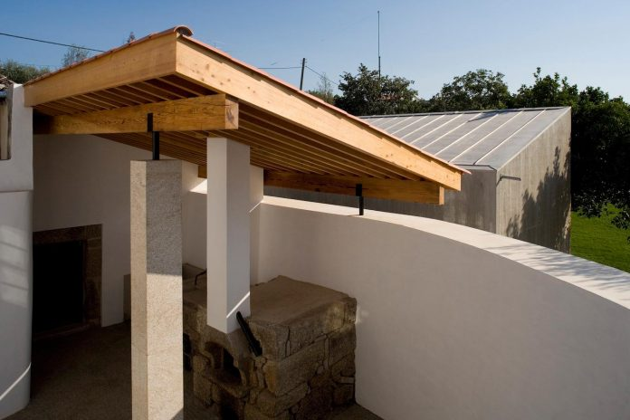 one-story-renovation-house-chamusca-da-beira-joao-mendes-ribeiro-24