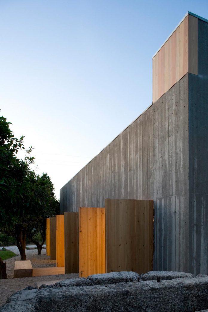 one-story-renovation-house-chamusca-da-beira-joao-mendes-ribeiro-28