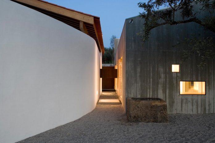 one-story-renovation-house-chamusca-da-beira-joao-mendes-ribeiro-30